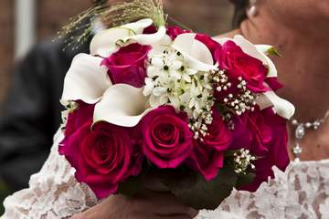 bouquet mariage rose rouge et calla